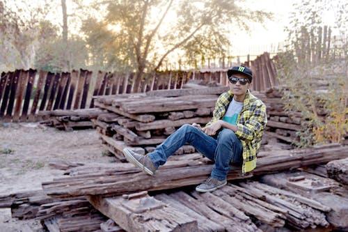 Fotos de stock gratuitas de adulto, árbol, hombre, madera