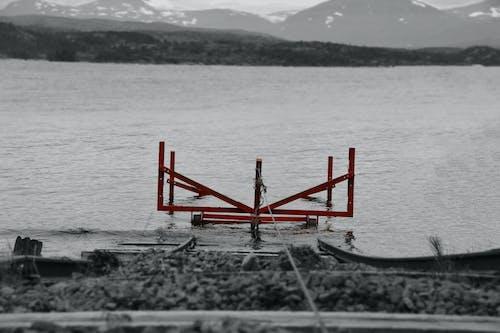 Δωρεάν στοκ φωτογραφιών με ασπρόμαυρο, βάρκα, θάλασσα, κόκκινο