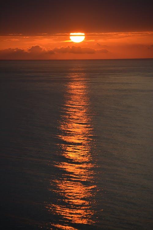 Δωρεάν στοκ φωτογραφιών με Ανατολή ηλίου, θάλασσα, ουρανός, πορτοκαλί ουρανός