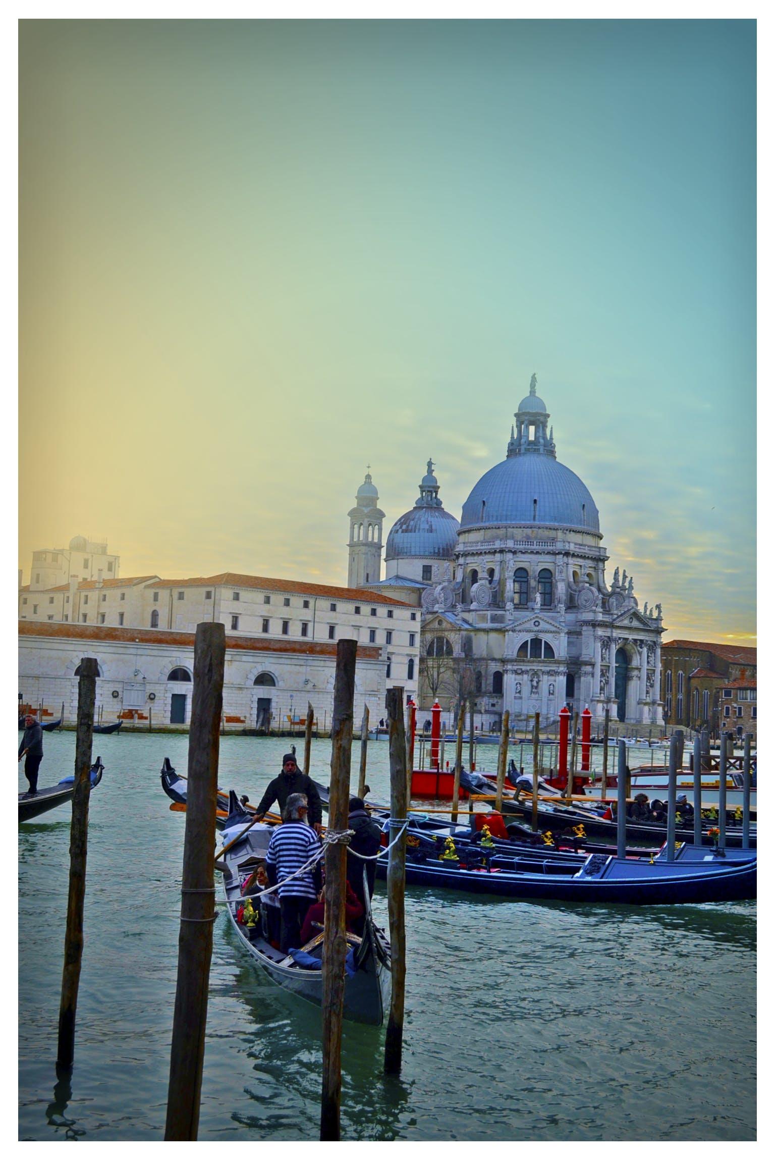 Foto d'estoc gratuïta de aigua, arquitectura, barca, canal