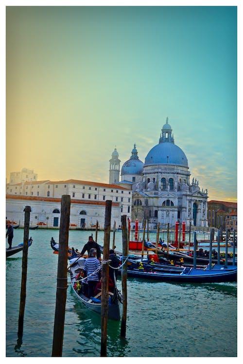 Fotos de stock gratuitas de agua, arquitectura, barca, canal