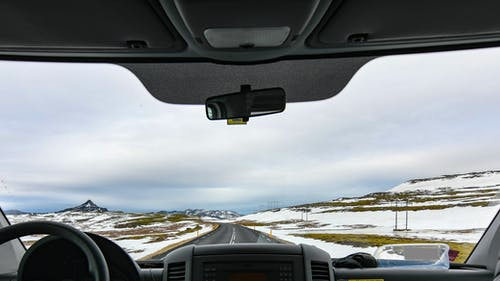 açık, araba, araba yolculuğu, arka fon içeren Ücretsiz stok fotoğraf