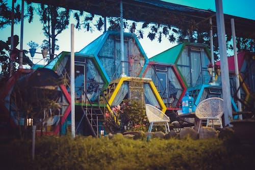 Photos gratuites de architecture, bâtiment, chaises, léger
