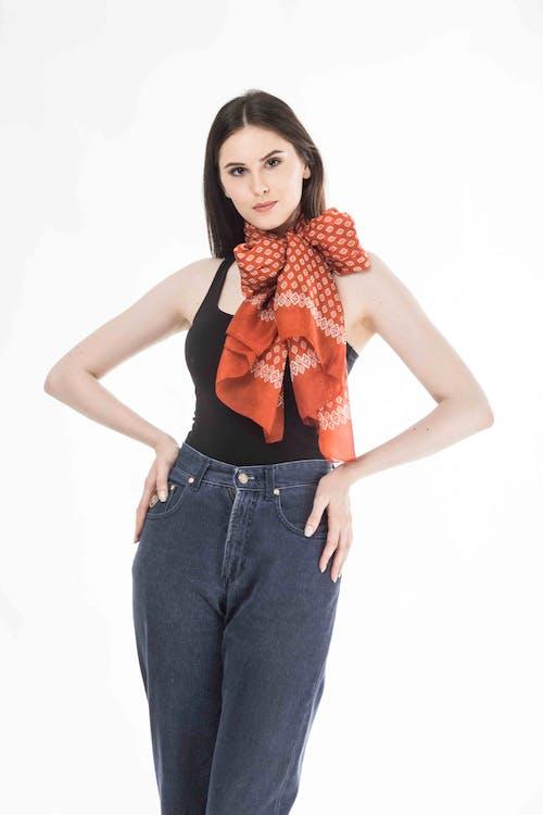 Fotobanka sbezplatnými fotkami na tému bavlnený šál, denim, dospelý, elegantný