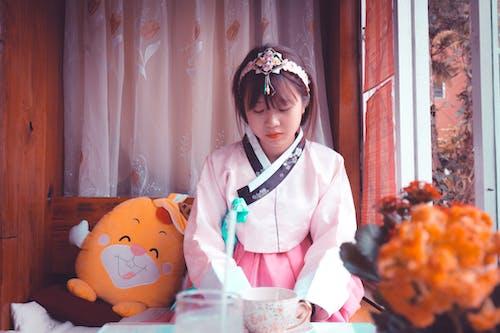 aşındırmak, aşınmak, Asyalı kadın, asyalı kız içeren Ücretsiz stok fotoğraf