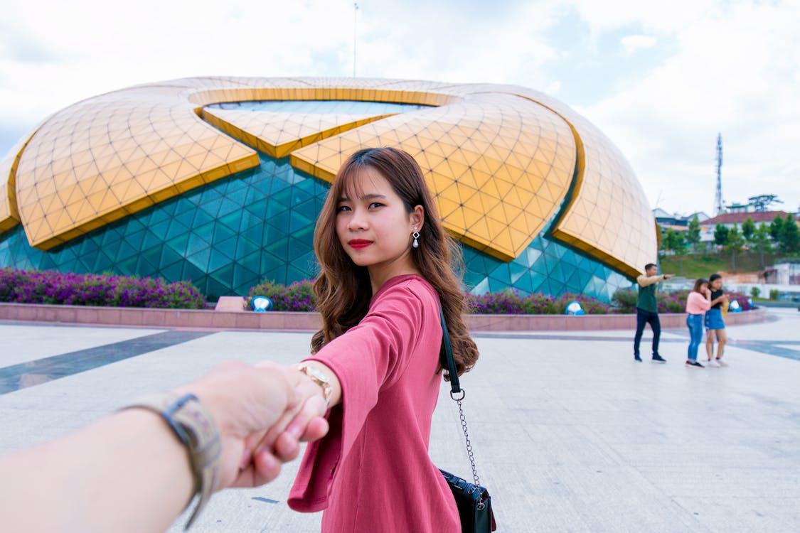 азіатська дівчина, азіатська жінка, Будівля