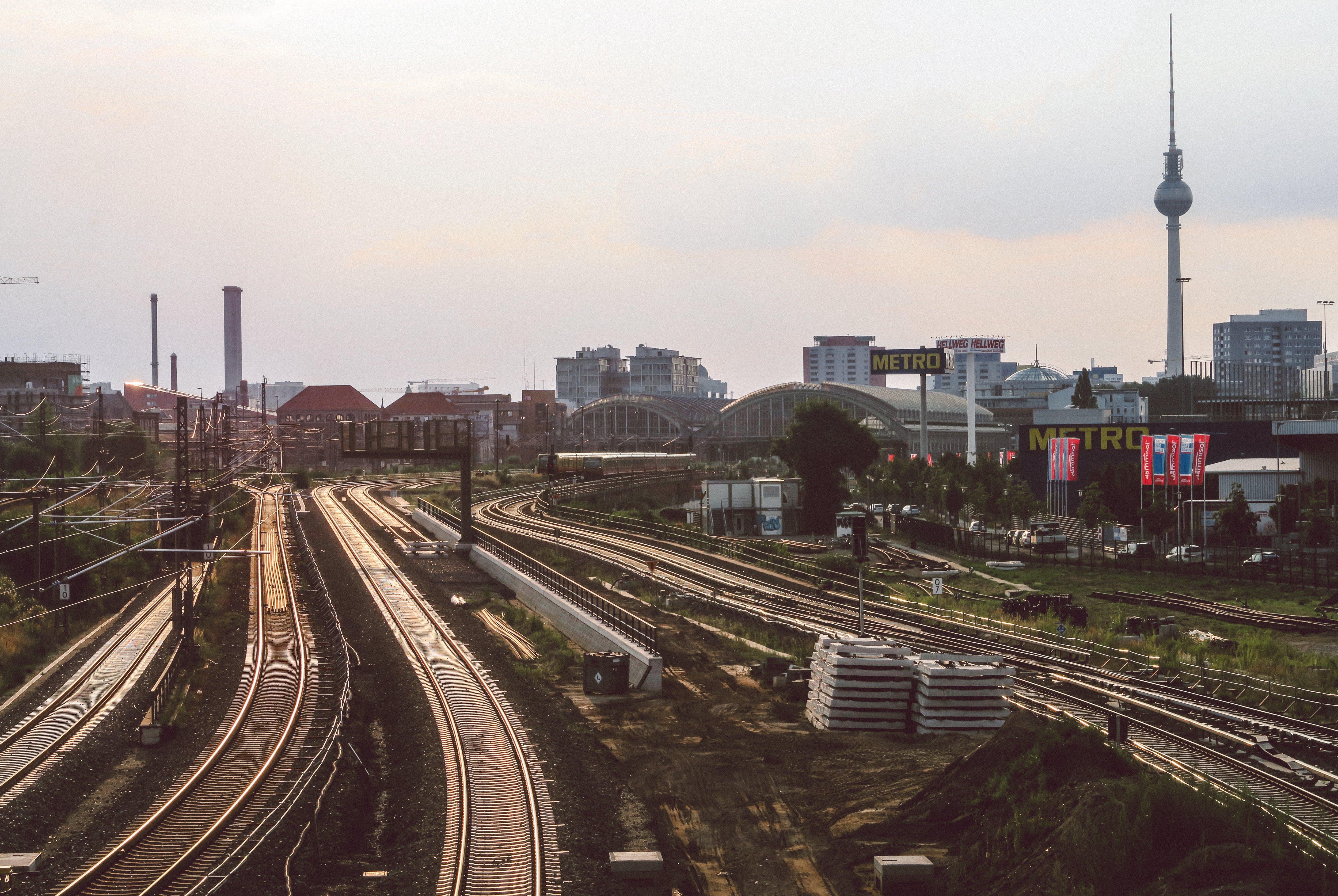 Kostenloses Stock Foto zu bahngleis, dämmerig, deutschland, eisenbahn