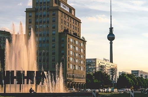 Základová fotografie zdarma na téma architektura, auta, Berlín, budovy