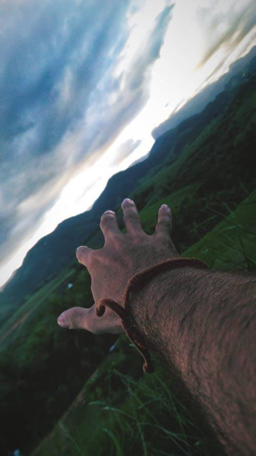 Fotobanka sbezplatnými fotkami na tému denné svetlo, dospelý, hora, krajina