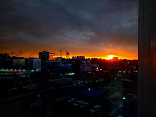 Darmowe zdjęcie z galerii z budynki, ciemne miasto, ciemny, czerwony