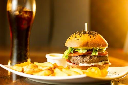 Photos gratuites de aliments, burger, burger rustique, coca