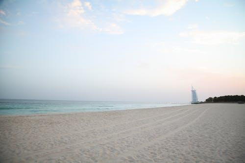 Ilmainen kuvapankkikuva tunnisteilla auringonnousu, burj, Dubai, hiekkaranta