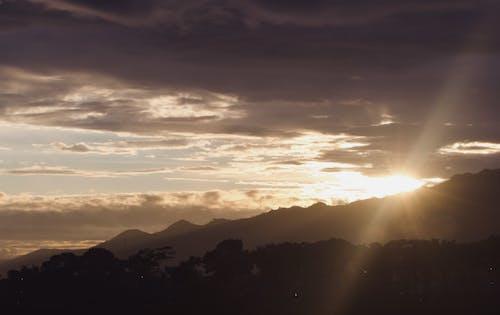 Fotos de stock gratuitas de cielo nublado, dividir, división