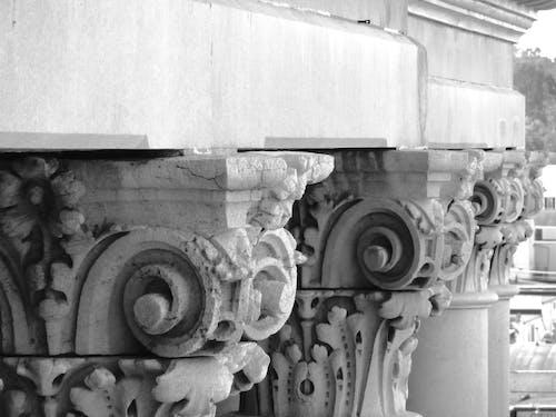 Fotobanka sbezplatnými fotkami na tému architektúra, čierny abiely, kolonáda, socha
