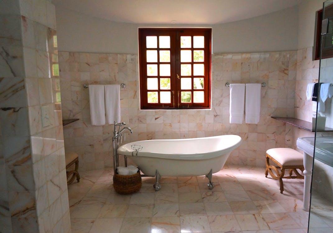 badekar, badeværelse, håndklæder