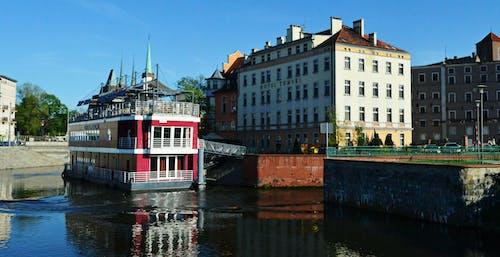 Základová fotografie zdarma na téma budovy, červené cihly, člun, doky