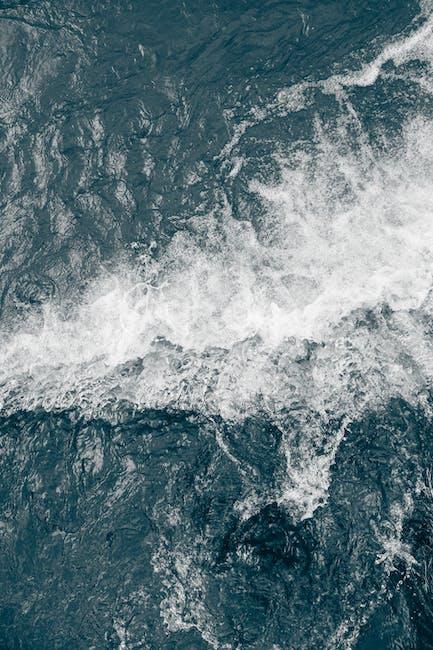 White sea wave