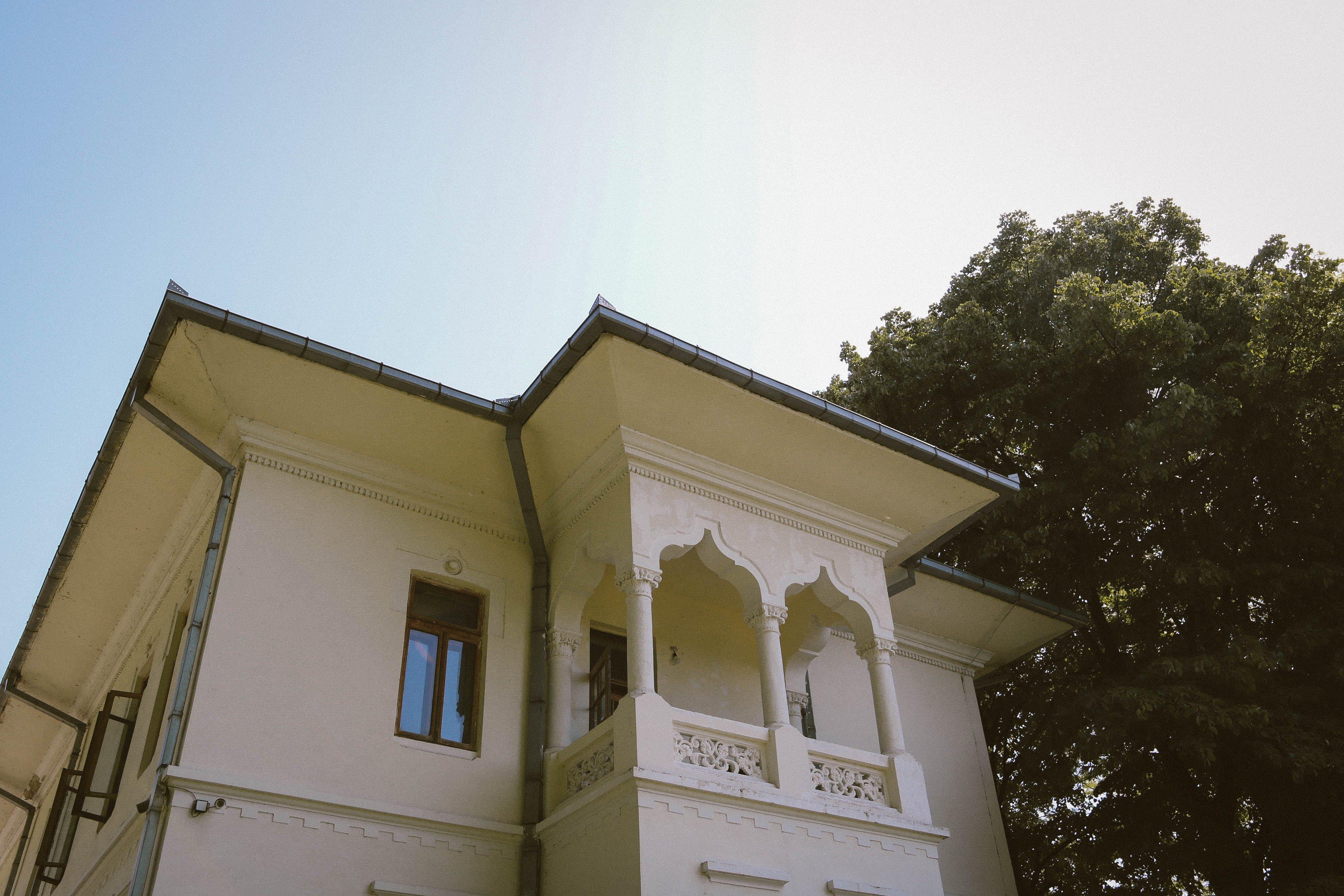 Free stock photo of architecture, balcony, blue sky, eaves