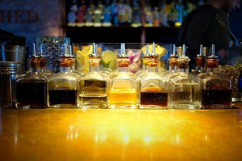 喝混合物, 栏设置, 條, 酒吧与散景 的 免费素材照片