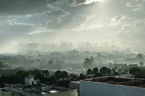 Kostnadsfri bild av byggnader, dagsljus, dimma, dimmig