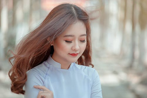 Fotos de stock gratuitas de bonita, cabello, casual, concentrarse