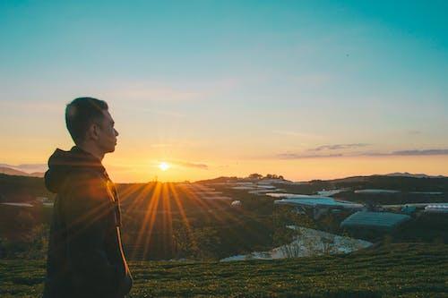 Foto profissional grátis de alvorecer, amanhecer, aurora, casaco com capuz