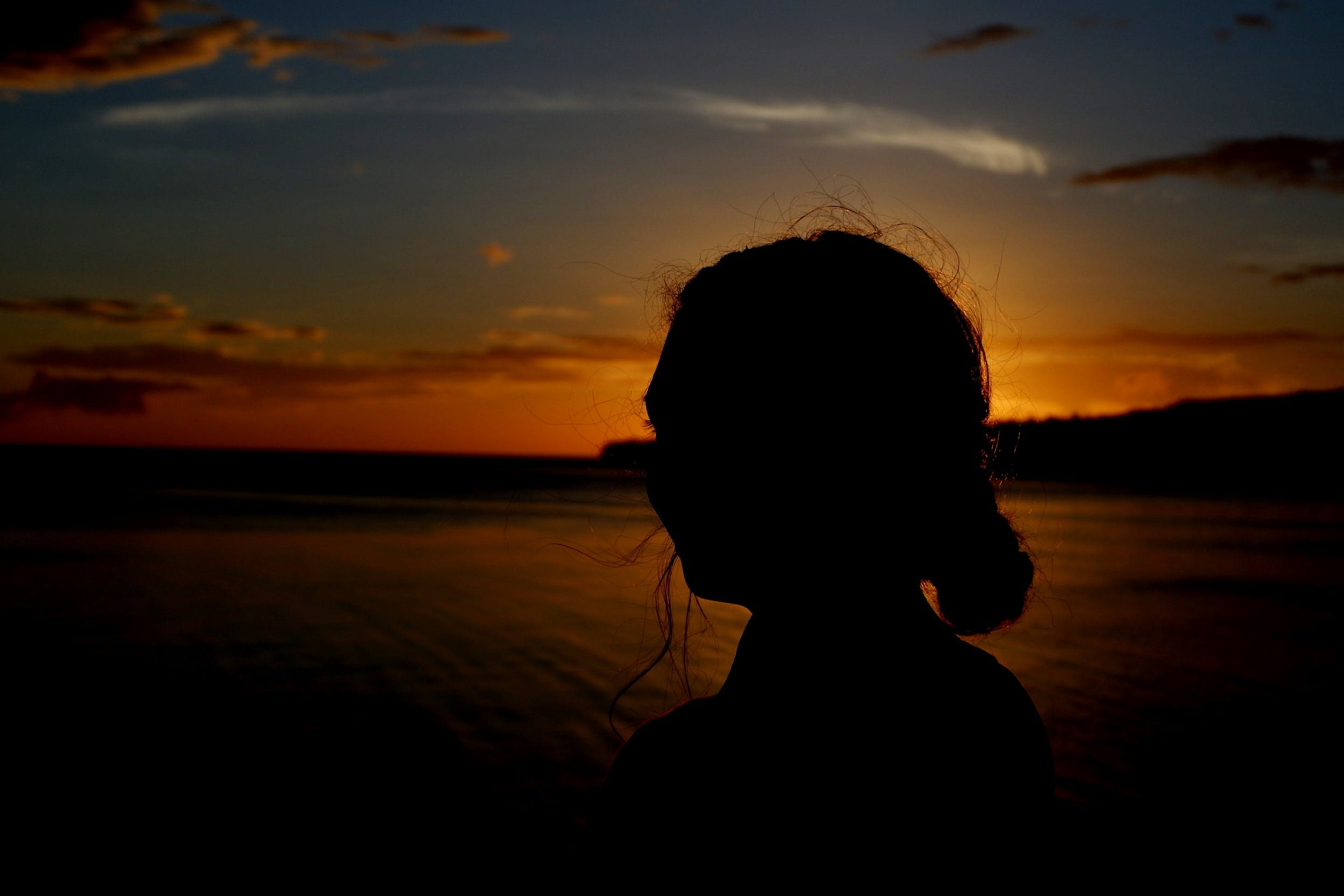 Gratis arkivbilde med #gylden, #sunset #girl #scenery # beautiful