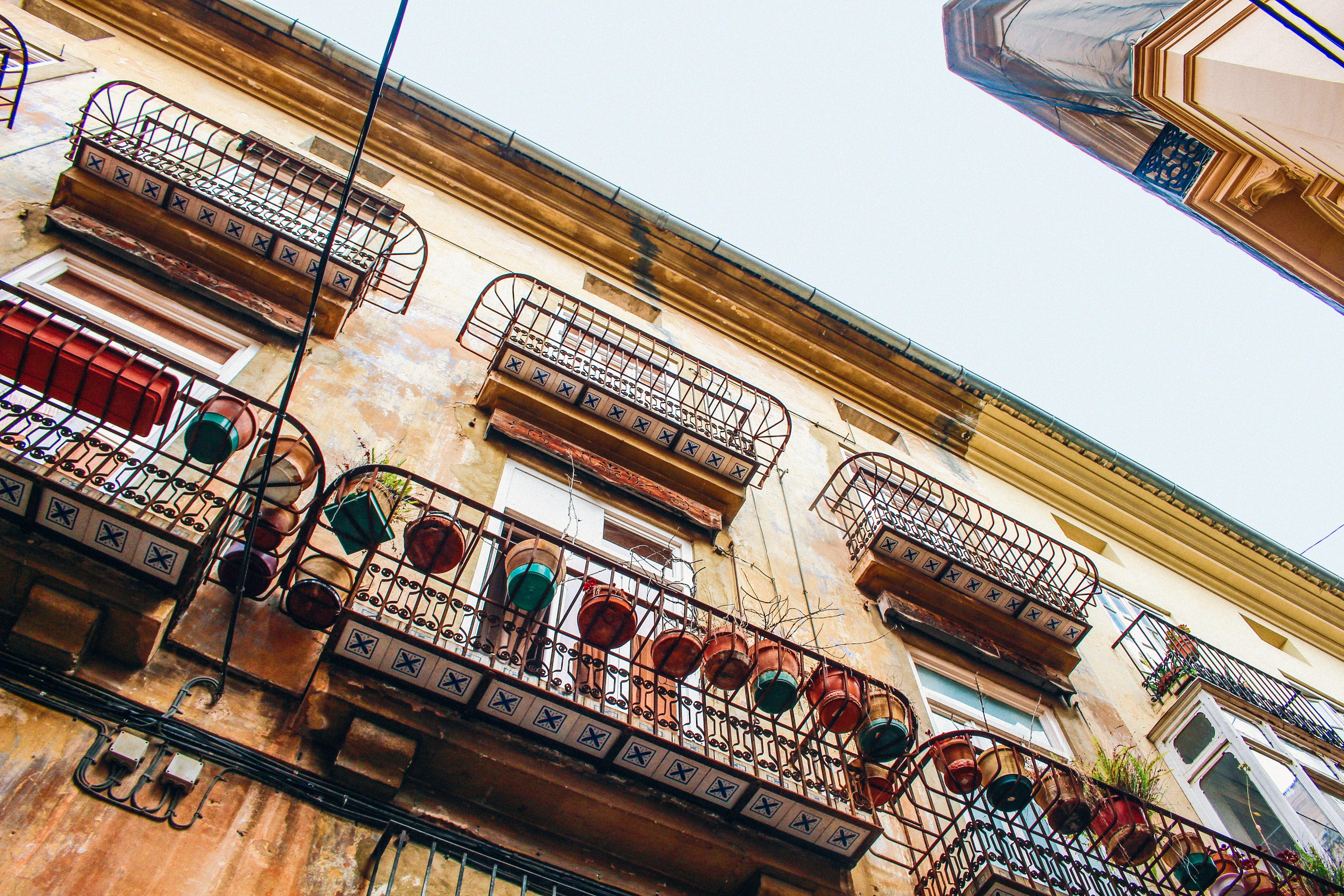 건축, 로우앵글 샷, 원근감, 창문의 무료 스톡 사진