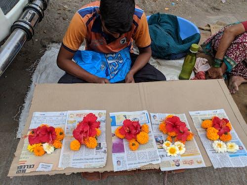 Fotos de stock gratuitas de arte callejero, calle, flores, Flores amarillas