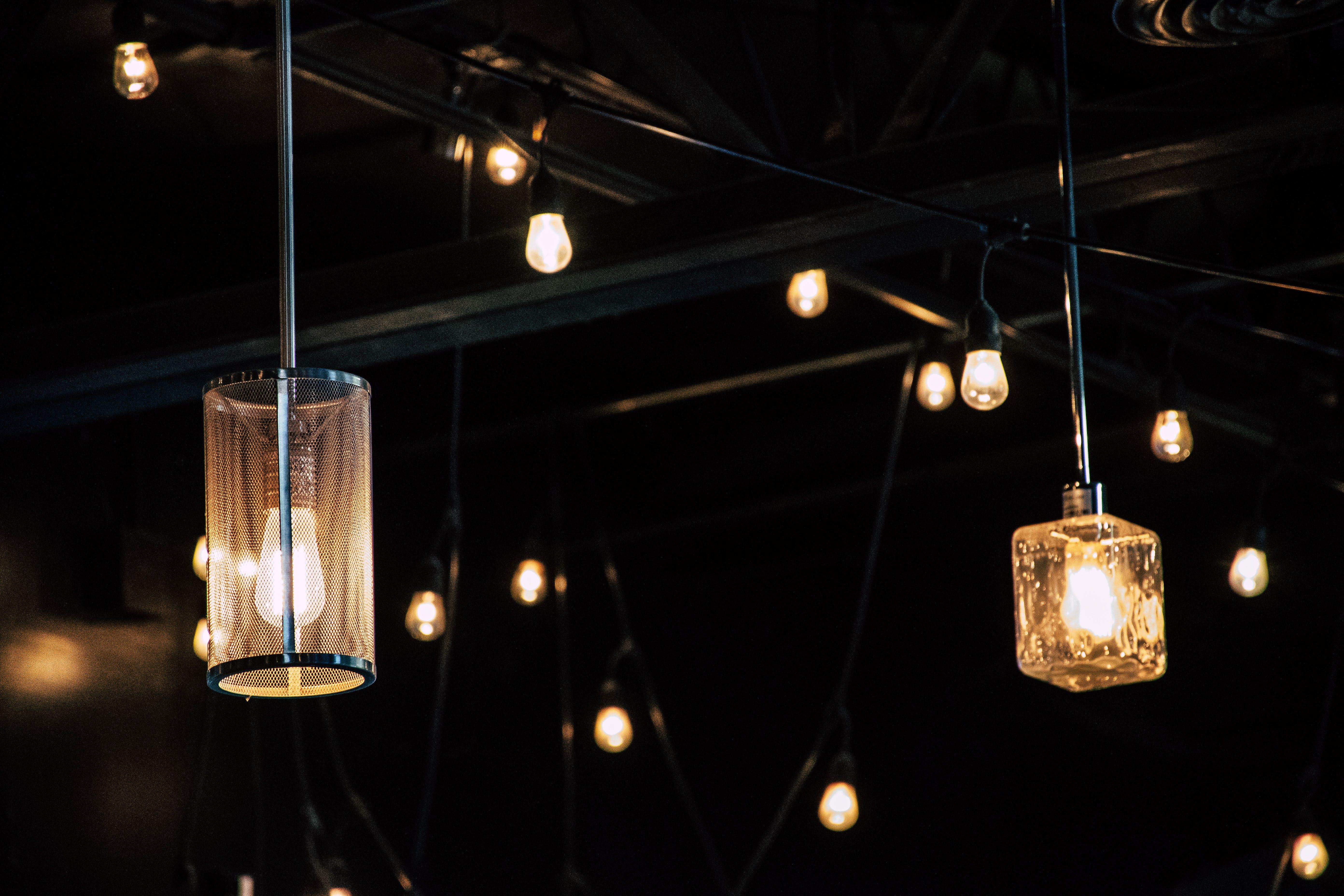 Ilmainen kuvapankkikuva tunnisteilla hehkulamput, keskittyminen, lähikuva, lamppu