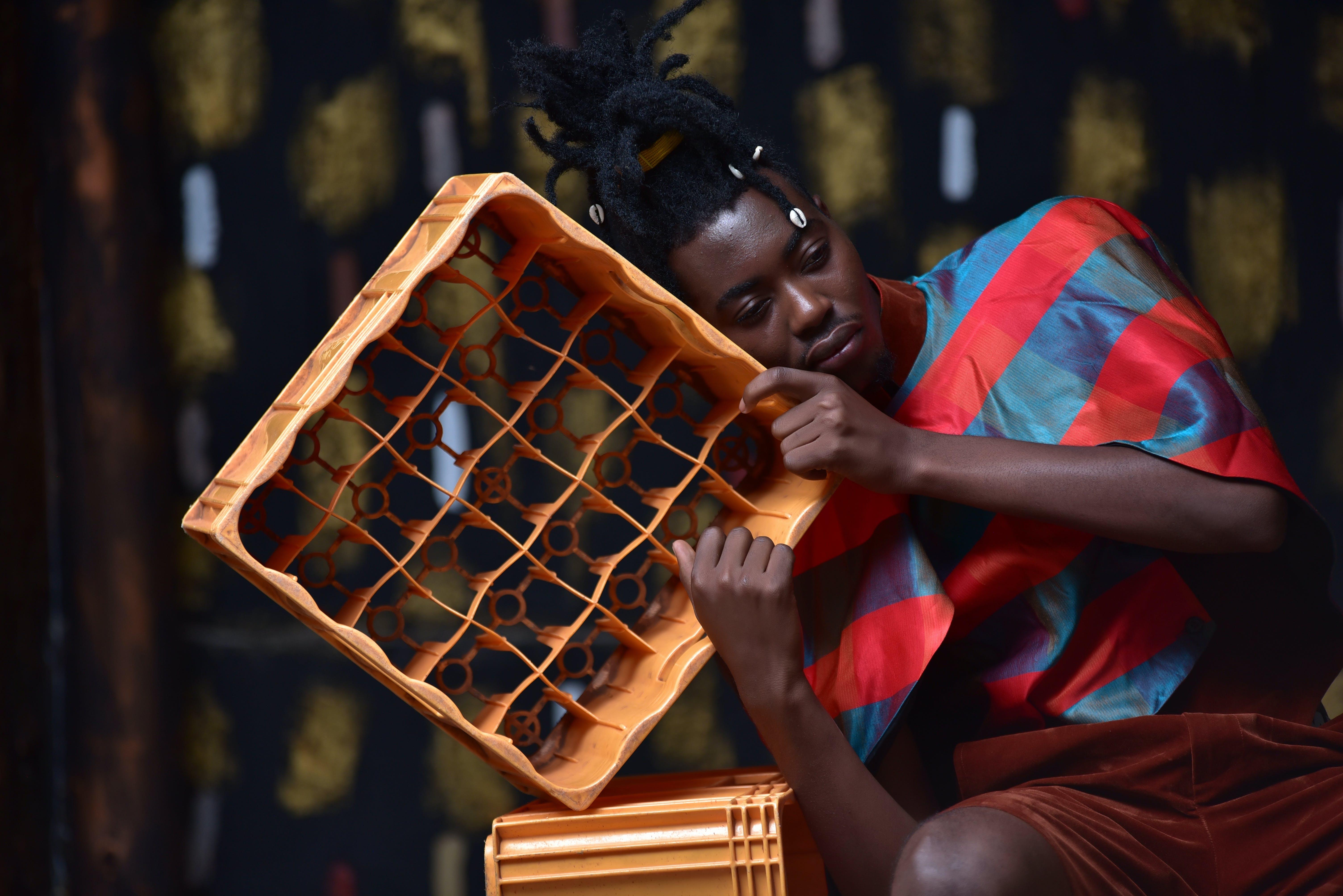 Kostenloses Stock Foto zu afrikanischer junge, betrübt, dreadlocks, fashion