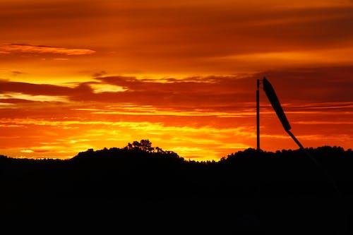 altın rengi Güneş, gün batımı, kırmızı Gökyüzü, turuncu gökyüzü içeren Ücretsiz stok fotoğraf
