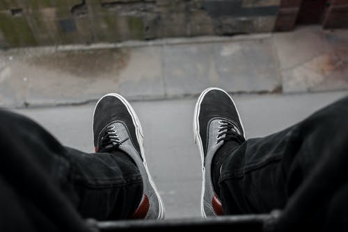 Free stock photo of feet, hanging, jeans