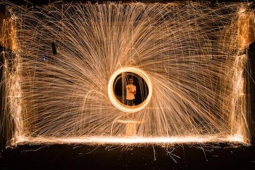 Foto stok gratis bahaya, berseni, bunga api, cahaya