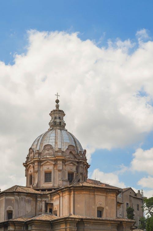 Fotobanka sbezplatnými fotkami na tému budova, budovy, kostol, obloha