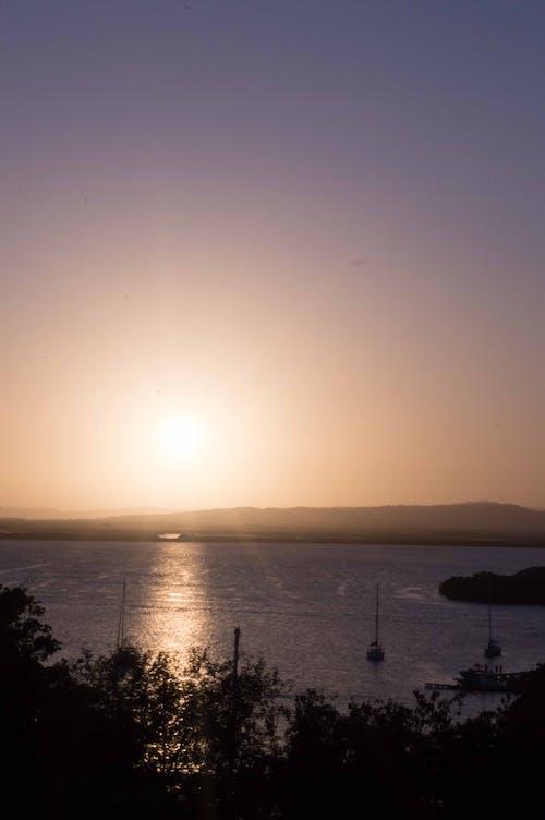 Ilmainen kuvapankkikuva tunnisteilla auringonlasku, auringonpaiste, auringonsäde, hiekkaranta