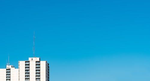 Foto d'estoc gratuïta de arquitectura, cel blau, cel clar, cercar