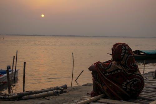 Foto d'estoc gratuïta de capvespre, dones solitàries, paisatge