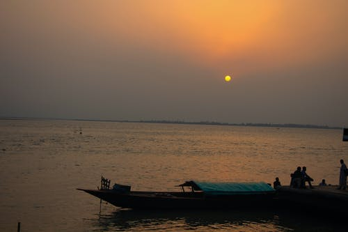 Foto d'estoc gratuïta de aigua, alba, capvespre, embarcació d'aigua