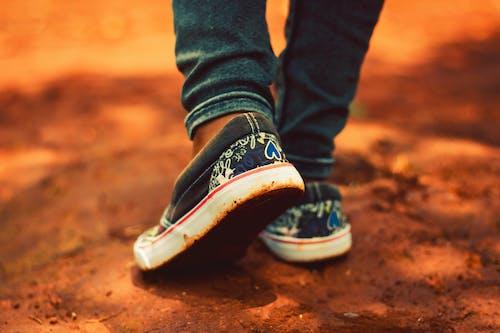 Δωρεάν στοκ φωτογραφιών με αθλητικά παπούτσια, αναψυχή, άνδρας, γυναίκα
