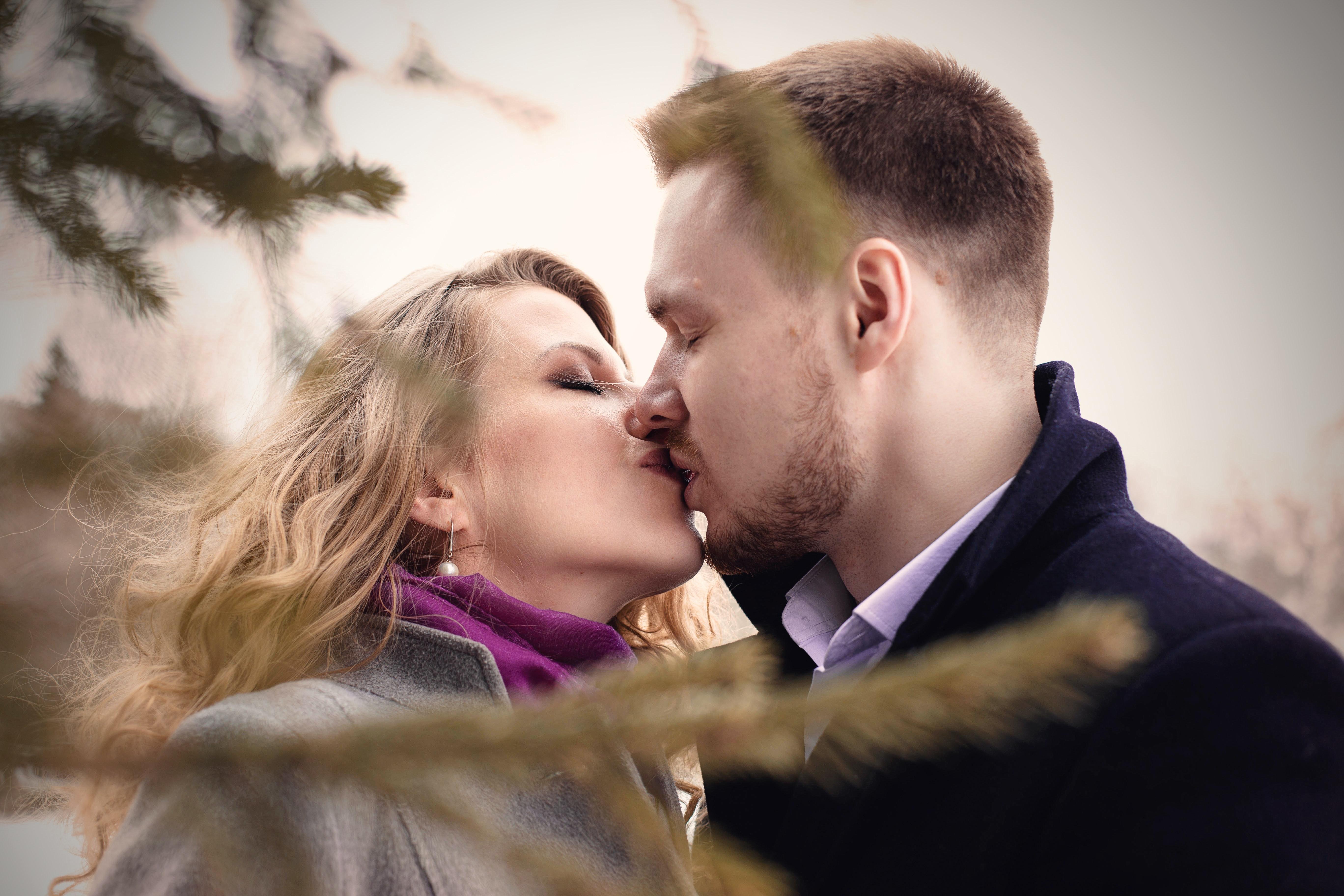 kiss and romance
