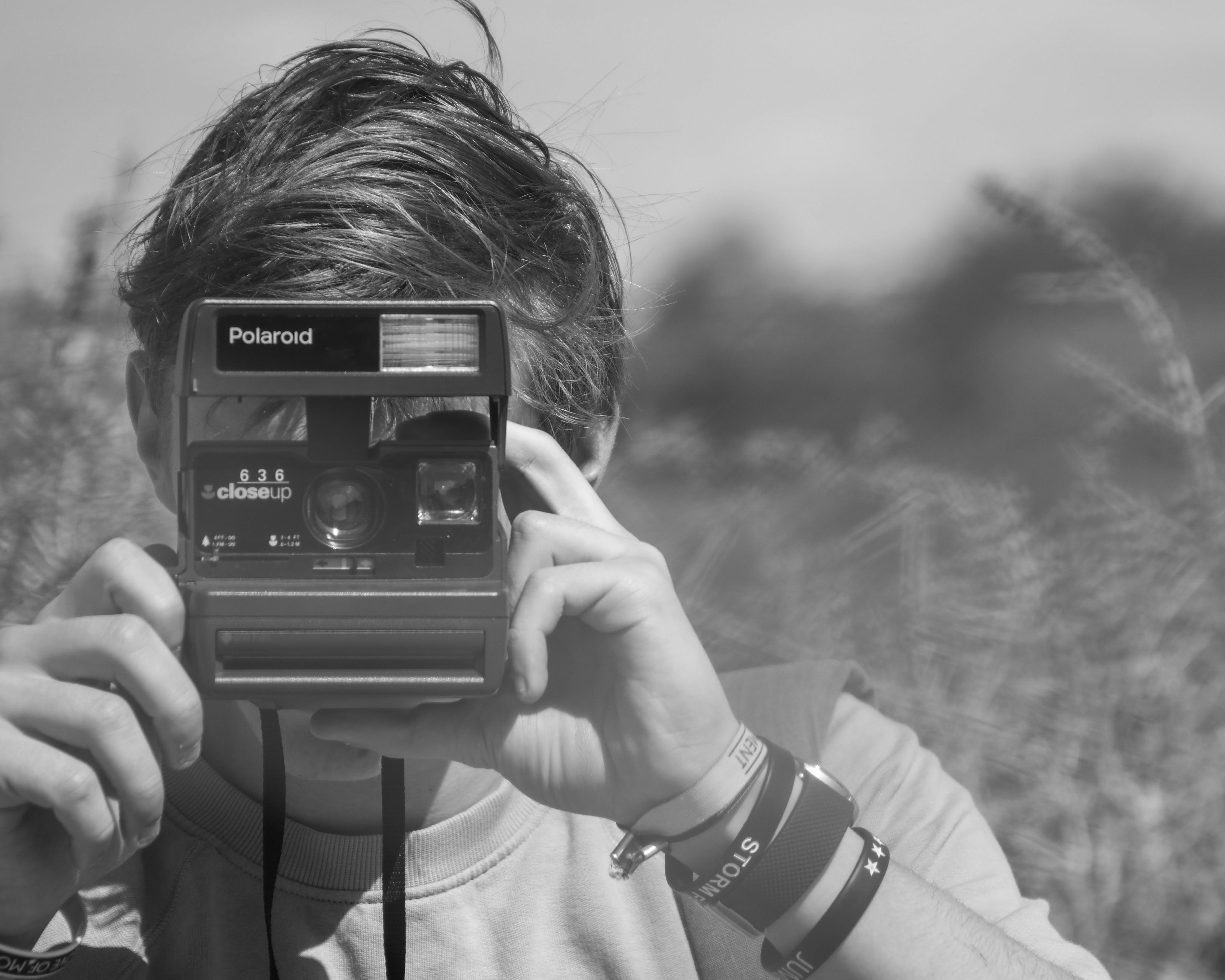 Foto profissional grátis de apreender, borrão, braceletes, câmera