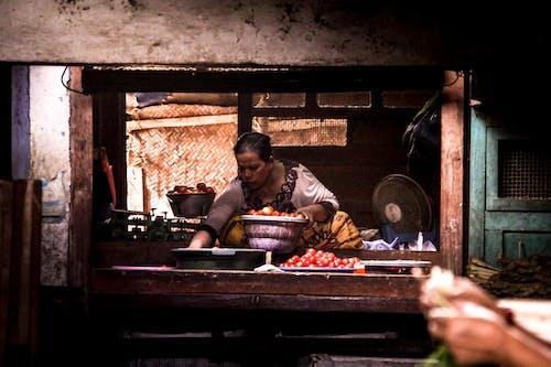 스트리트 마켓, 아시아 여성, 이른 아침, 토마토의 무료 스톡 사진