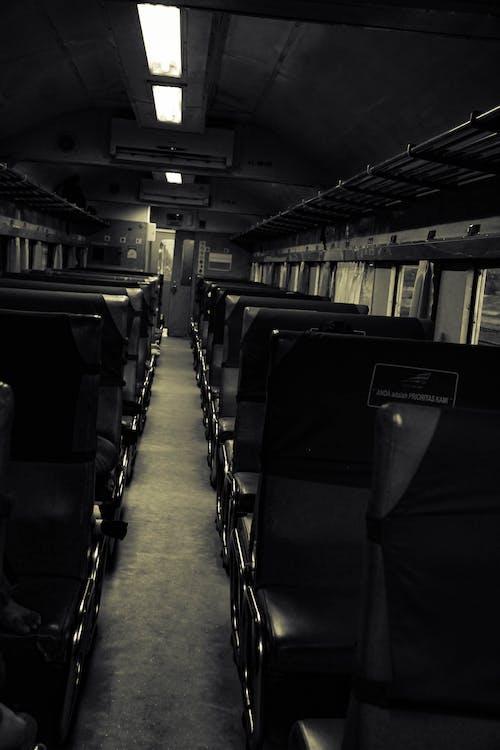 Бесплатное стоковое фото с поезд, тишина, черно-белый