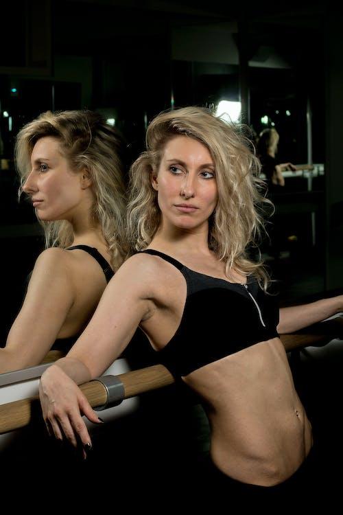Gratis lagerfoto af fitness, fitnessmodel, hår, kontrast