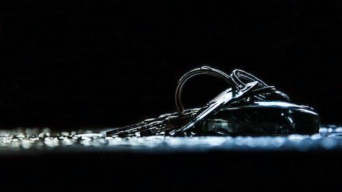 Základová fotografie zdarma na téma černé pozadí, jednoduchý, kapka vody, klíče
