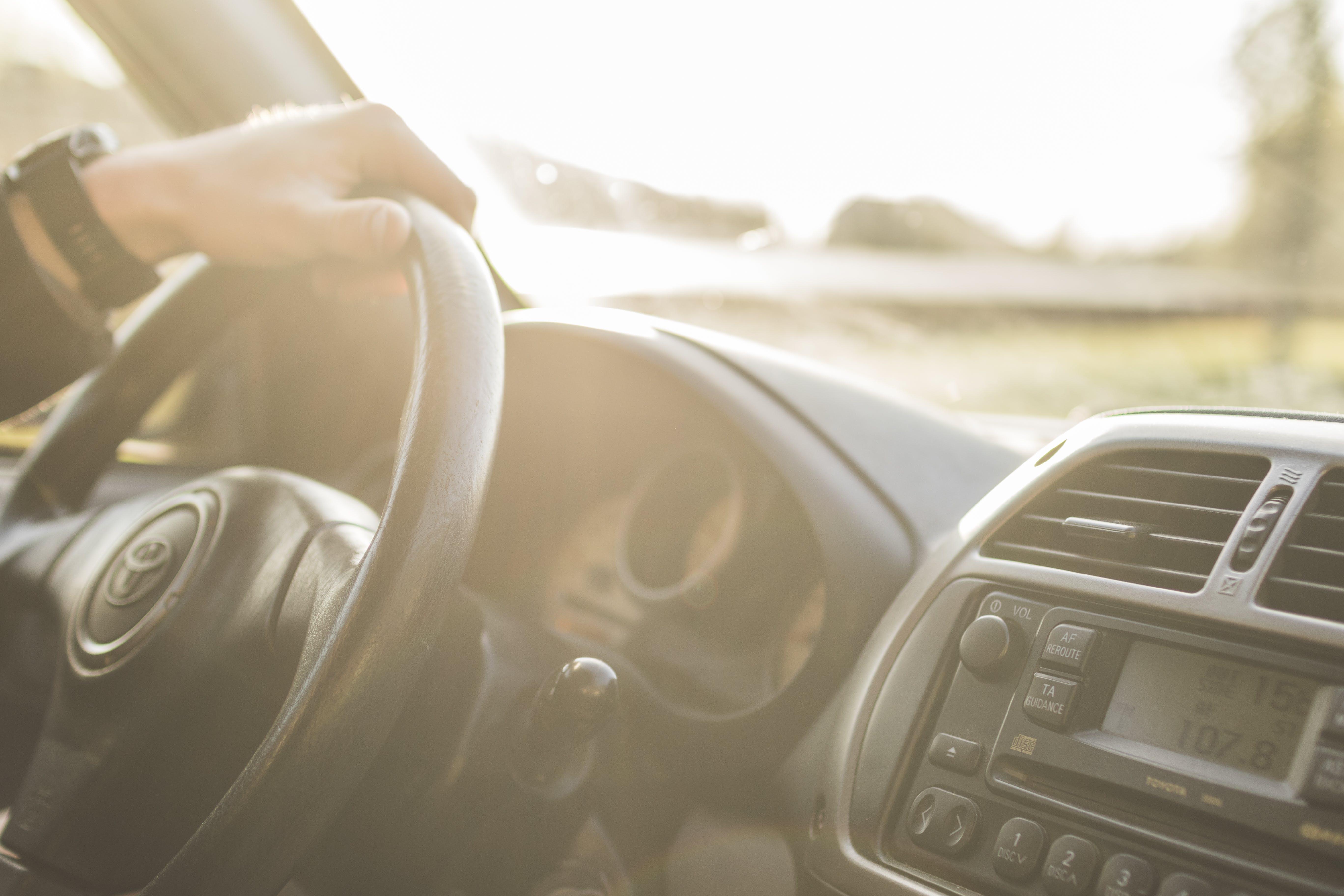 Foto stok gratis dasbor, kemudi mobil, kendaraan, mengemudi