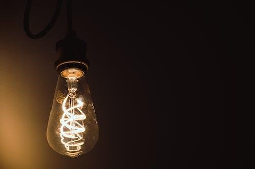 Бесплатное стоковое фото с лампа, легкий, освещенный, электричество