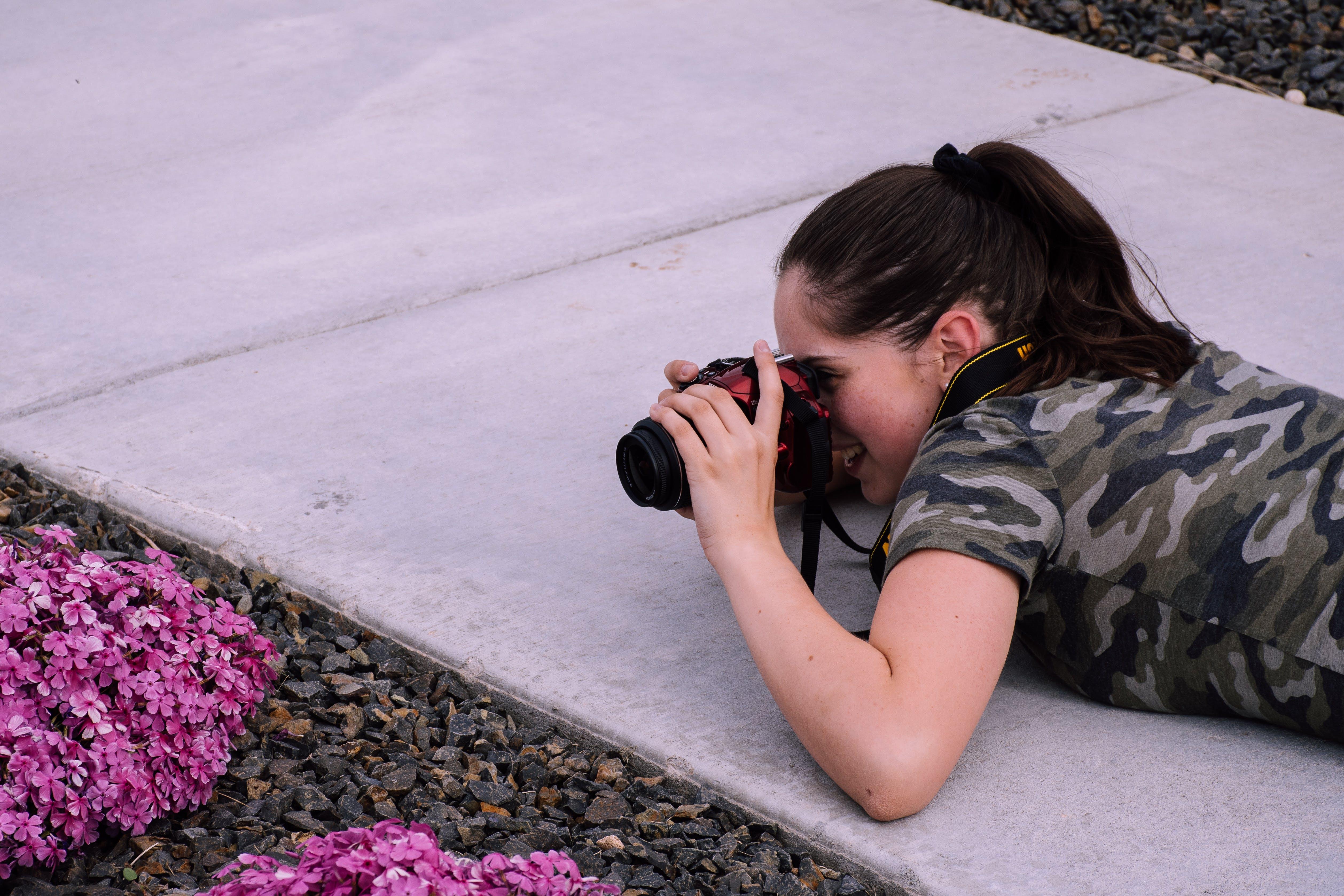 Δωρεάν στοκ φωτογραφιών με άνθρωπος, γυναίκα, κάμερα, κορίτσι
