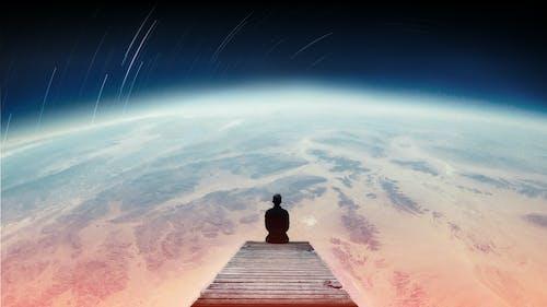 공상, 밤, 별, 부두에 앉아있는 남자의 무료 스톡 사진
